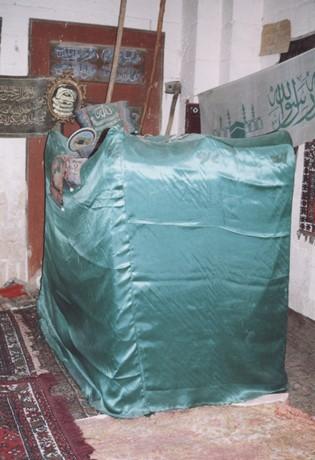 نمای داخلی مقبره ابویحیی کواکبی (عکس از نگارنده، 26-6-1383)
